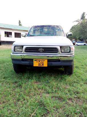 2002 Toyota Hilux Double Cabin Pickup image 4