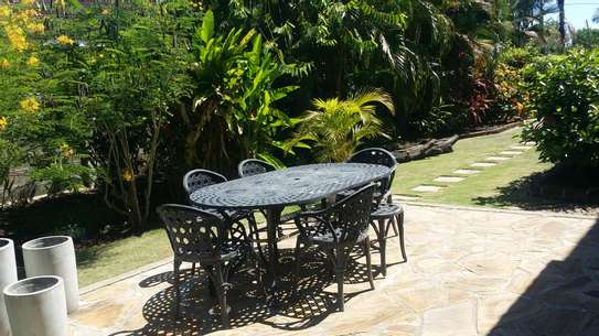 A STANNING FULLY FURNISHED HOUSE AT MBEZI BEACH IS AVAILABLE FOR RENT NOW image 4