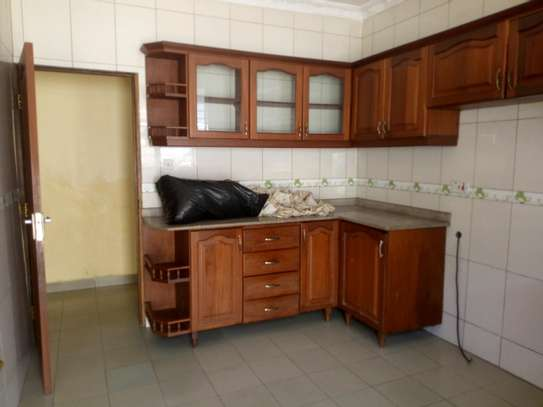 3bedroom house in Mikocheni B, for rent. image 4