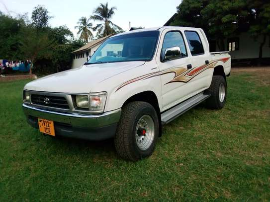2002 Toyota Hilux Double Cabin Pickup image 3