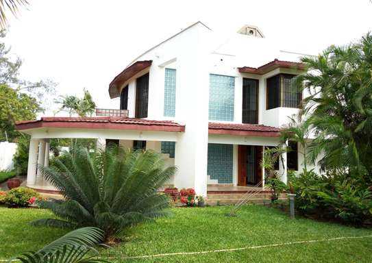 5 Spacious Bedroom Luxury Mansion in Mbezi Beach