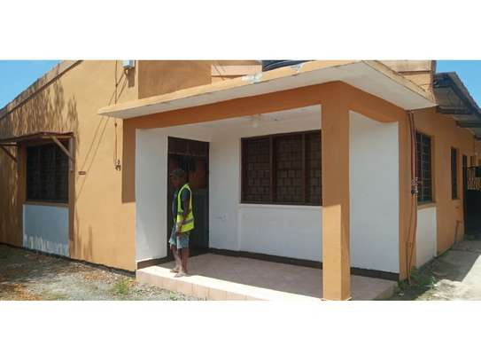 4 Bdrm Stand alone at mikocheni tsh 600,000 image 1