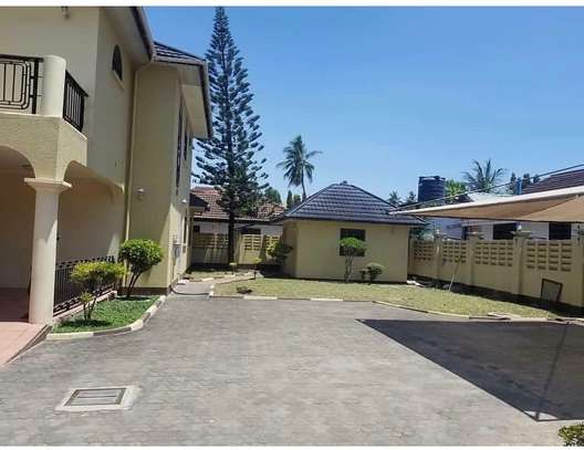4 bedroom house to rent in MIkocheni, Dar es Salaam image 6