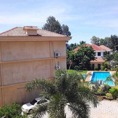 3BEDROOMS FULLYFURNISHED VILLA APARTMENTS 4RENT  AT MBEZI BEACH image 4