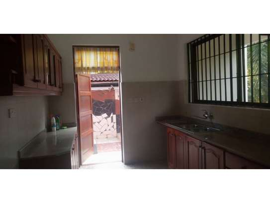 3bed house mature garden at oyster bay $1200pm image 8