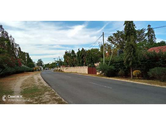 big 4bed house at oyster baywith 2 acre compound $4000pm image 3