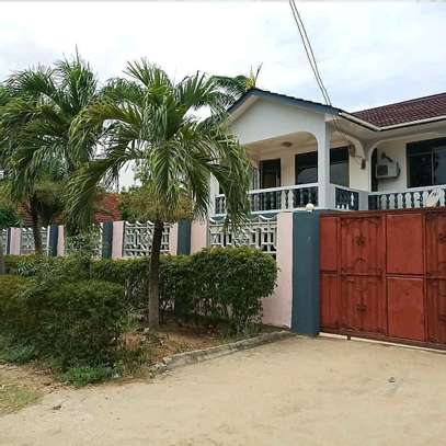 6 Bedroom House Mbezi Beach image 1