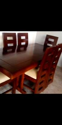 Dinning table  585,000/= image 2
