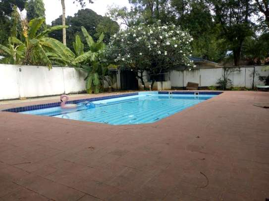 Nice 4bedroom house with a pool in Ada estate to let. image 2