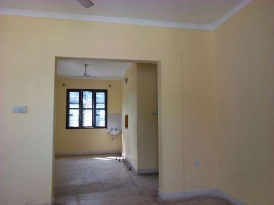 3bed house at msasani tsh 800,000 walking distance to the beach image 7