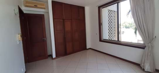 3 Bedroom Spacious Apartment For  Re t in Oysterbay image 9