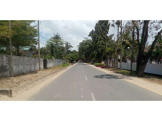 6bed house along main rd is good i deal for office image 14
