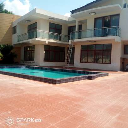5 Bedrooms Diplomat House  in Oysterbay image 2