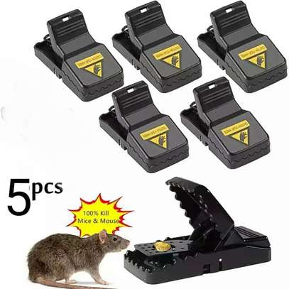A pack of 5 mice re-usable traps image 1
