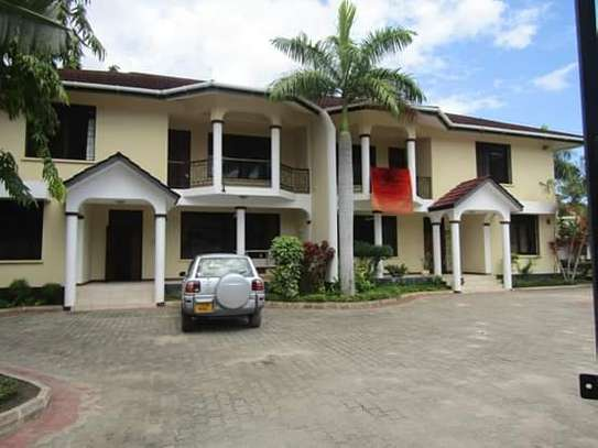 4 Bedrooms Luxury Villa House Full Furnished in off Oysterbay; Ada Estate image 1