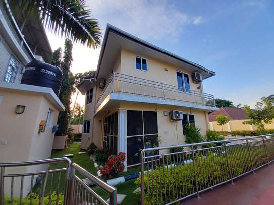 Bungalow and luxury stand alone house for rent at OYSTERBAY image 5
