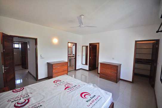 4 Bedrooms House in Compound in Oysterbay For Rent image 6