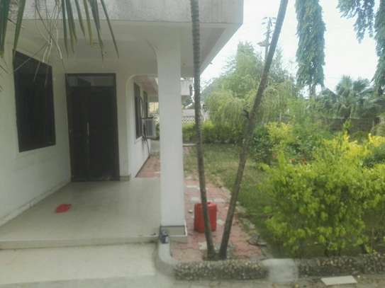 House for rent.5bedroom Office or living business etc. image 3