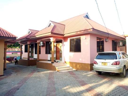 3 bed room big house for sale  at ukonga area image 1