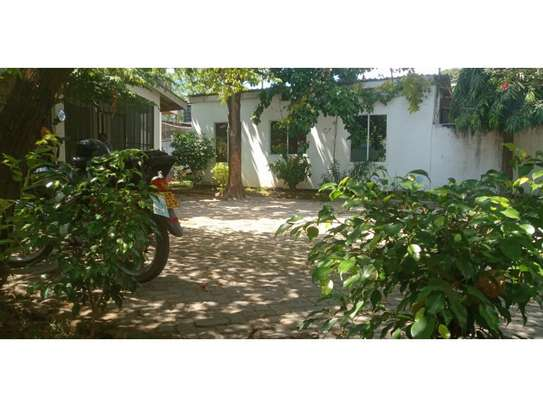 3bed house at mikocheni regent  on main rd i deal for office  with nice price image 8