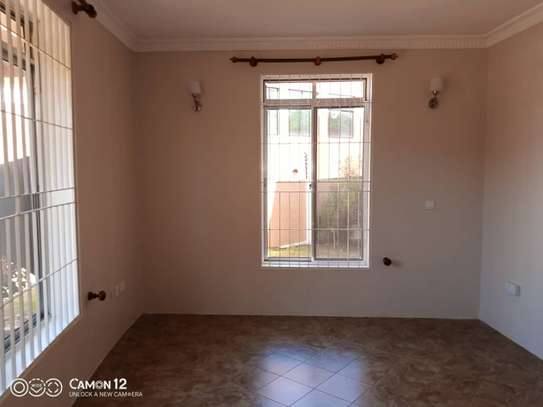2 beautiful villah for Rent at Oysterbay with 3bedroom each, swimming pool for only usd 4000 image 4