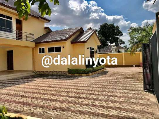 4 BDRM HOUSE AT MBEZI BEACH AFRIKANA MBEZI YA CHINI image 8