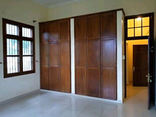 Nice 3bedroom house in oysterbay $1500 image 7