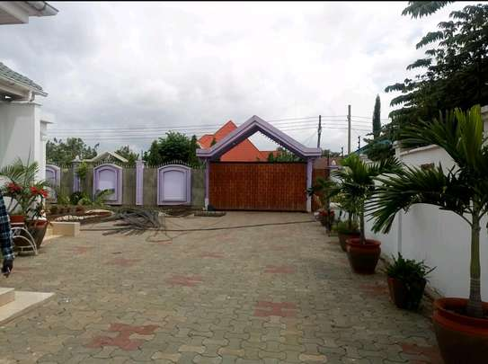 4BEDROOMS HOUSE FOR SALE IN BURKA AREA-ARUSHA. image 4