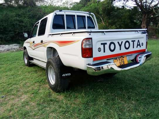 2002 Toyota Hilux Double Cabin Pickup image 2