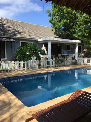 4 Bedrooms Pool House For Rent in Oysterbay