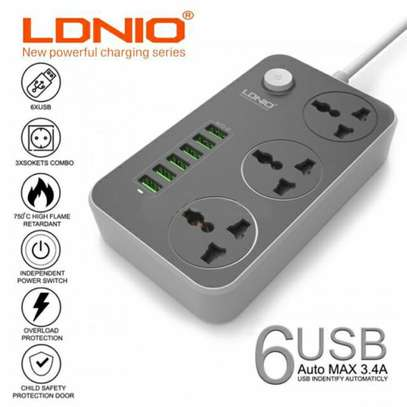 LDNIO Extension Socket With Usb Ports 2 In 1 image 1