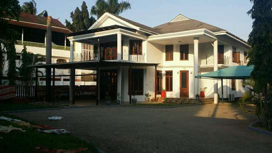 a luxurious standalone mansion is for rent at masaki walkind distance to the beach
