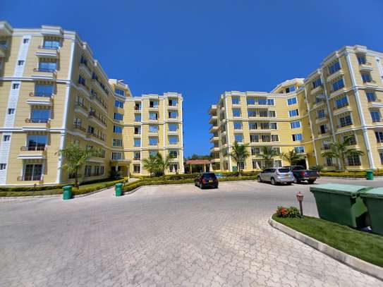 NICE 3BHK APARTMENT FOR RENT AT OYSTERBAY image 1