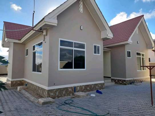 House for sale at dodoma Ilazo, 900 sq.m and good looking image 6