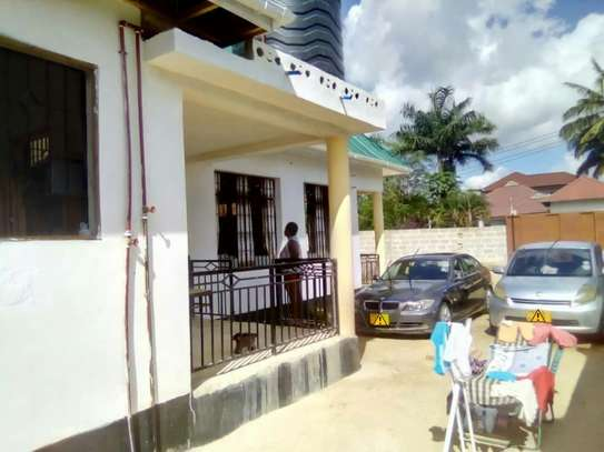 3 Bedrooms House for Sale, Boko image 2