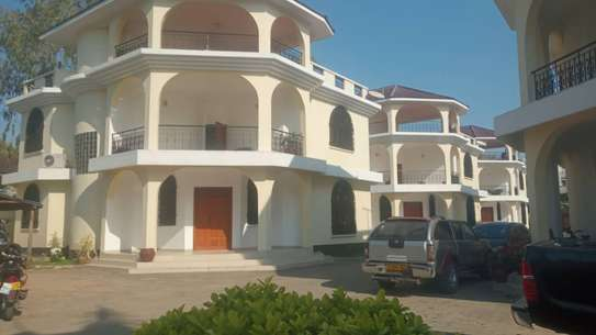 4 bed room town house for rent at msasani beach image 1