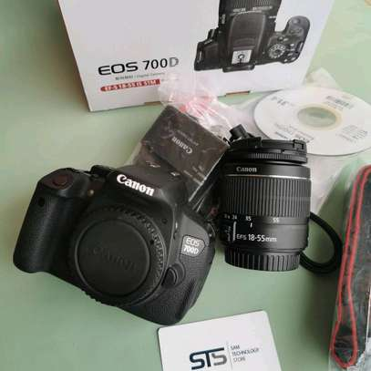 CANON EOS 700D WITH LENS 18-55MM image 1