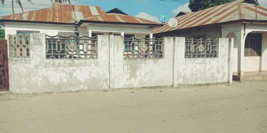 3 bdrms unfurnished House going cheap at MBAGALA-CHAMAZI image 3