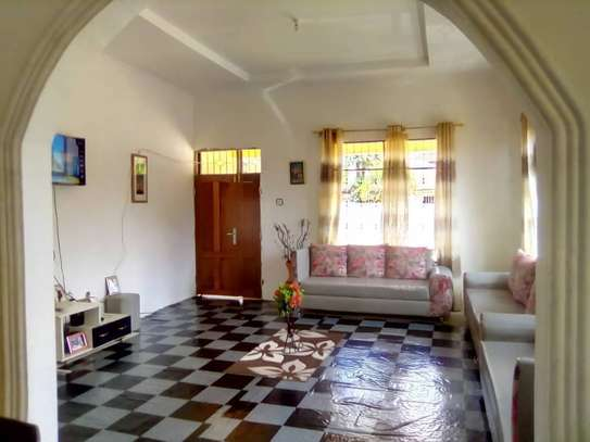 3 Bedrooms House for Sale, Boko image 4