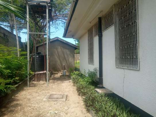 3bed house at regent estate $800pm image 5