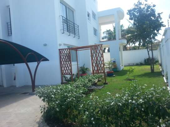 4 Bedrooms House in Oysterbay