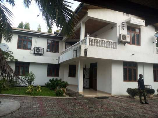 4bed room house  fully furnished at mbezi beah tank bovu $2500pm image 3