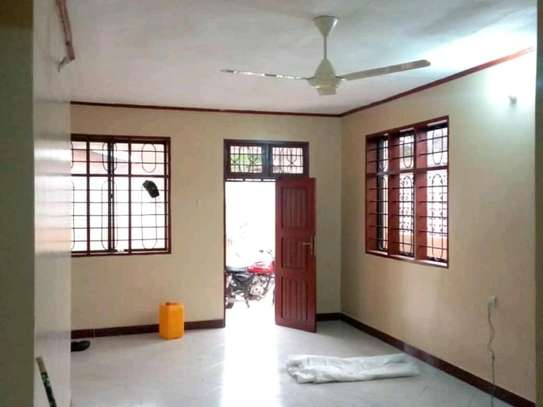 3 bdrms unfurnished House, Tshs.700,000/Month Sinza image 3