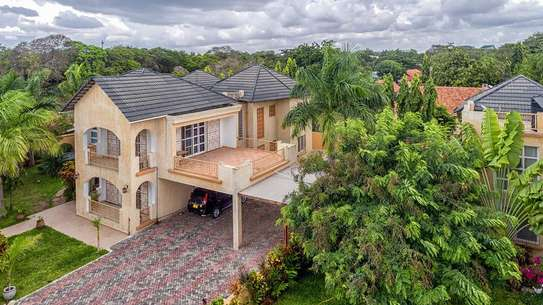 4 Bedrooms Large House In A Small Gated Community In Oysterbay image 3