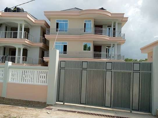 2 BEDROOMS FOR RENT AT MAKONGO CCM