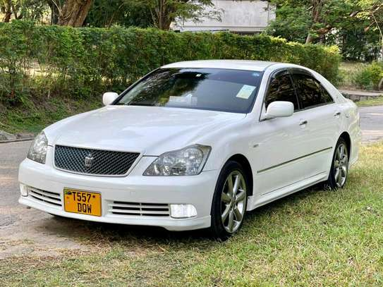 2004 Toyota Crown Athlete image 1