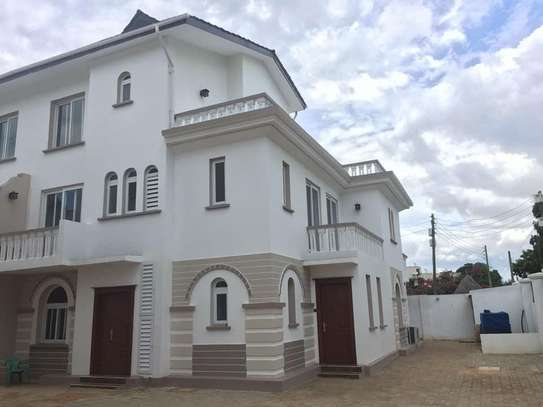5 Bedroom Villas Near Slipway