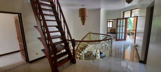 a 4bedrooms  VILLAS is OYSTERBAY with a very cool neighbour hood is available for rent now image 6