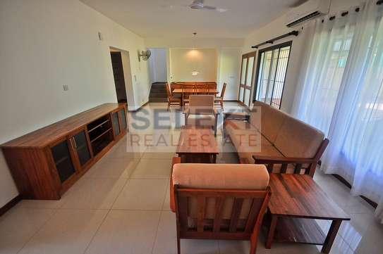 Well maintained 4 Bdrm Villas in Oysterbay image 4