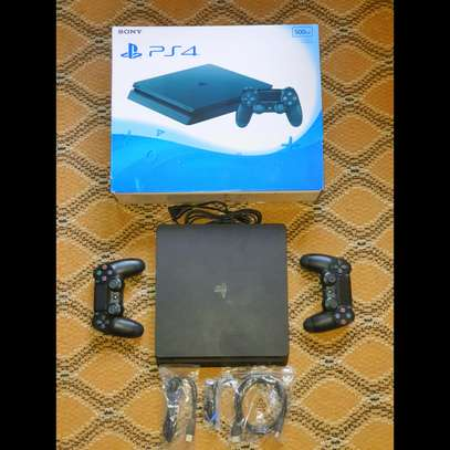 PLAYSTATION4 500GB + 6 GAMES & 2 CONTROLLERS